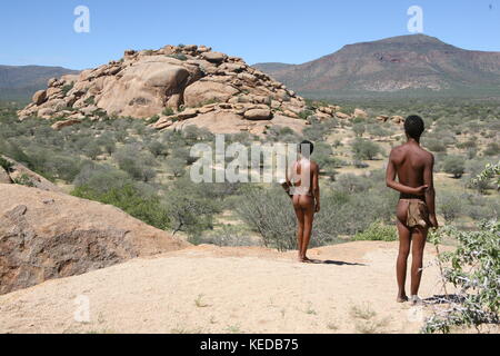 Buschmänner San people in Namibia - Volksstamm - looking for to hunt - Stock Photo