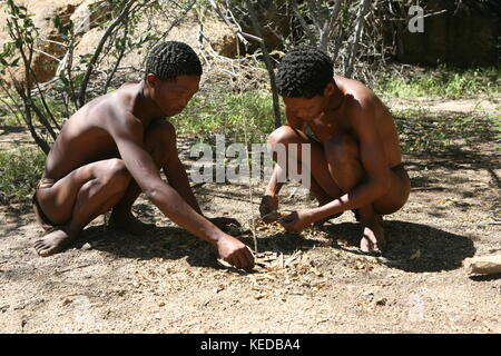 Buschmänner San people in Namibia - Volksstamm  trap for animals - Stock Photo
