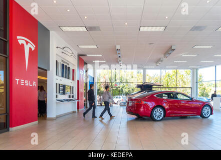 Tesla Palo Alto showroom with Tesla Model S and Model X on 4180 El Camino Real - Stock Photo