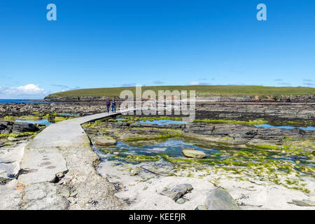 Causeway across to the Brough of Birsay at low tide, Mainland, Orkney, Scotland, UK - Stock Photo