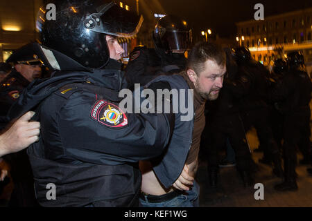 October 7, 2017 - St. Petersburg, Russia - Russian police officers detain a participant of an unauthorized opposition - Stock Photo