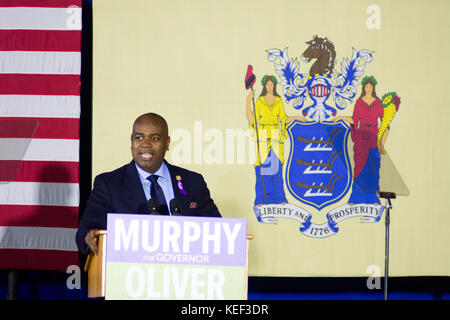 Newark, USA. 19th Oct, 2017. Newark, NJ mayor Ras Baraka takes the stage moment before former US president Barack - Stock Photo