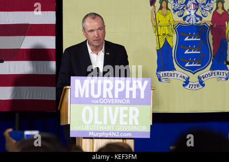 Newark, USA. 19th Oct, 2017. Phil Murphy, democratic candidate in the New Jersey gubernatorial race speaks at an - Stock Photo