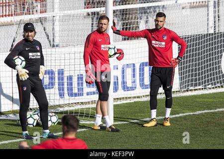 Sotogrande, Spain. 20th Oct, 2017. Madrid, Spain. 20th Oct, 2017. Atletico Madrid's goalkeepers Jan Oblak (L) and - Stock Photo