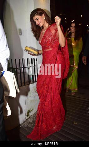 Mumbai, India. 19th Oct, 2017. Indian film actress Jacqueline Fernandez attend the Aamir Khan's Diwali party at - Stock Photo