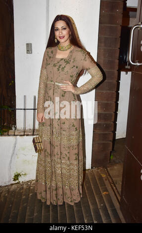 Mumbai, India. 19th Oct, 2017. Indian film actress Sonali Bendre attend the Aamir Khan's Diwali party at his recidency - Stock Photo