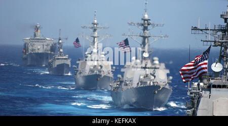 Pacific Ocean - June 18, 2006 -- USS Cowpens (CG 63) (foreground) is followed by USS Lassen (DDG 82), USS John S. - Stock Photo