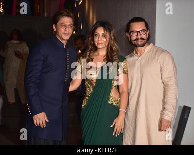 Mumbai, India. 20th Oct, 2017. Indian film actor Shahrukh Khan, Gauri Khan and Aamir Khan pose on the Diwali party - Stock Photo