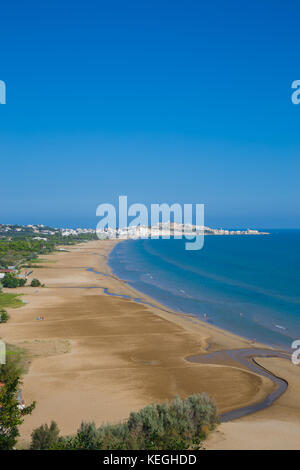 Vieste beach with the eponymous town in the background - Stock Photo