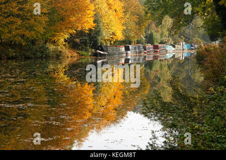 Barges on the Kennet and Avon Canal near Pewsey Wharf, Wiltshire. - Stock Photo