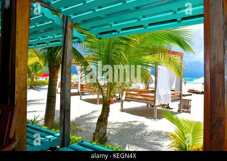 Luxury beach setting on Isla Mujeres, Mexico - Stock Photo