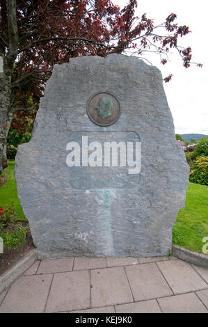 Stone sculpture commemorating the visit by French President Charles De Gaulle in 1969, North Square, Sneem, County - Stock Photo