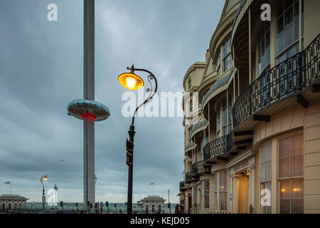 Night falls at Regency Square on Brighton seafront, East Sussex, England. - Stock Photo