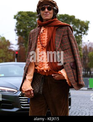 Paris, France. 27th Sep, 2017. A man on the street during the Paris Fashion Week Credit: Mauro Del Signore/Pacific - Stock Photo