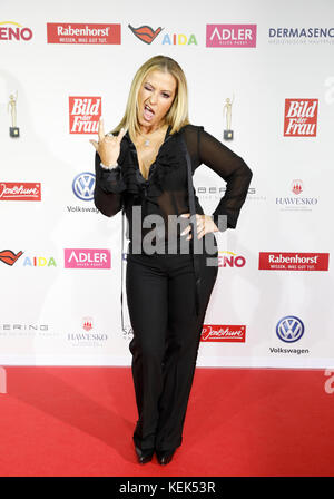 Hamburg, Germany. 21st Oct, 2017. The singer Anastacia attends the award 'Goldene Bild der Frau' (lit. women's golden - Stock Photo