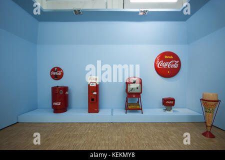 Vintage Coca Cola vending soda machines and fountain, 1950s, pictured at the 'Arts & Foods' exhibition, Milan, 2015 - Stock Photo