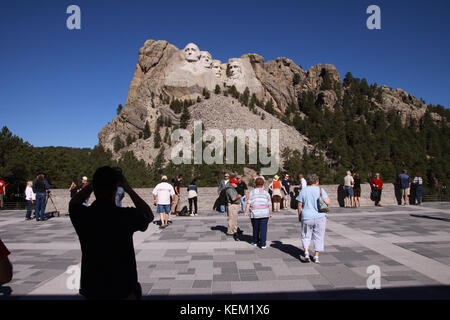 Visitors center and plaza at Mt. Rushmore National Memorial - Stock Photo