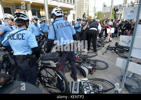 Philadelphia, PA., USA. 21st October, 2017. Protestors with REAL Justice Philadelphia confront police  on October - Stock Photo