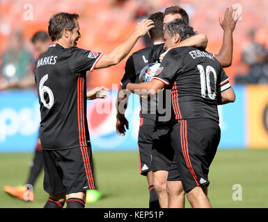 Washington, DC, USA. 22nd Oct, 2017. 20171022 - Former D.C. United player MARCO ETCHEVERRY (10) is congratulates - Stock Photo