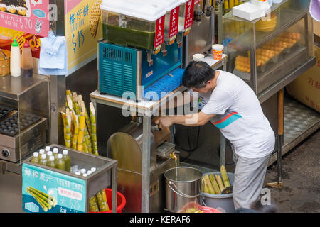 Food stall in Hong Kong selling drinks and street food - Stock Photo