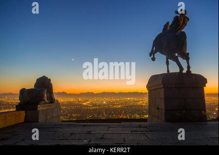 Rhodes Memorial overlooks the city lights and distant mountain ranges of the City of Cape Town, Western Cape, South - Stock Photo
