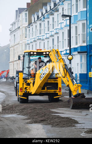 Aberystwyth Wales UK, Monday 23 October 2017 UK Weather: After the gale force winds and wild seas of Storm Brian, - Stock Photo