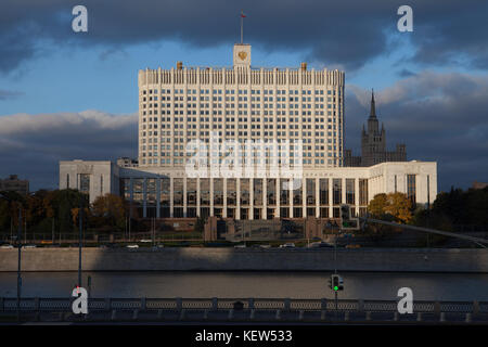 Moscow, Russia. 16th Oct, 2017. View of the White House, the residency of the government of the Russian Federation, - Stock Photo