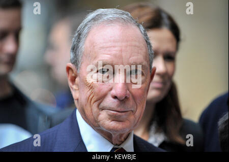 London, UK. 24th Oct, 2017. Michael Bloomberg at a photocall to mark the launch of Bloomberg's new European headquarters - Stock Photo
