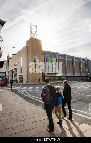 Oxford, UK. 24th Oct, 2017. Shoppers head for Westgate centre grand opening in Oxford. Credit: David Dixon/Alamy - Stock Photo