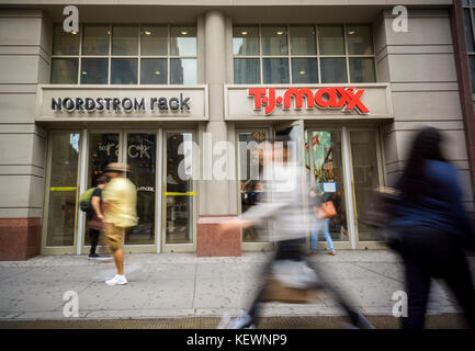 S And Ping In Downtown Brooklyn New York Off Retailers Nordstrom Rack T J Ma Share E A Building On Fulton
