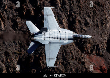 United States Navy Boeing F/A-18E Super Hornet (NH-307) from the VFA-146 Blue Diamonds squadron Naval Air Station - Stock Photo