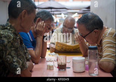 20.10.2017, Singapore, Republic of Singapore, Asia - Elderly men play Chinese chess, also known as Xiangqi in Singapore's - Stock Photo