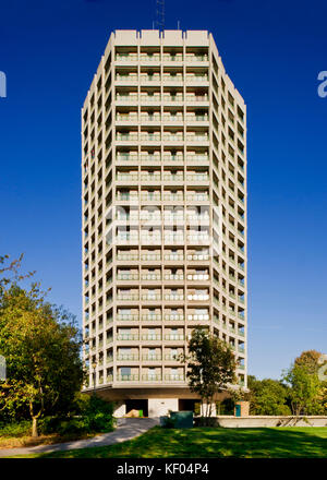 Point Royal, Rectory Lane, Easthampstead, Bracknell, Berkshire. General view of tower block built 1961-64, Listed - Stock Photo