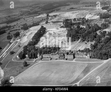 Wentworth Woodhouse, Rotherham, South Yorkshire. Aerial view by Aeropictorial. August 1946. - Stock Photo