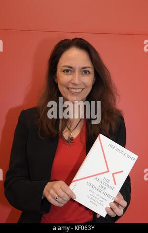 Frankfurt, Germany. 12th Oct, 2017. Yasmin Fahimi, german politician (SPD), preparing for a panel with Per Molander - Stock Photo