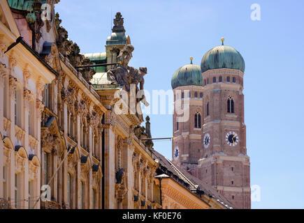 Fassaden in Kardinal-Faulhaber-Straße, Frauenkirche, Dom, Altstadt, München, Oberbayern, Bayern, Deutschland - Stock Photo