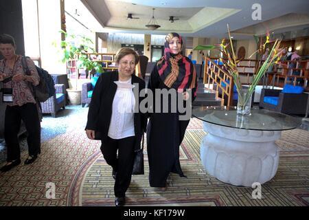 Tegucigalpa, Honduras. 24th Oct, 2017. Nobel Peace laureate 2003, Iranian lawyer Shirin Ebadi (L), and Nobel Peace - Stock Photo