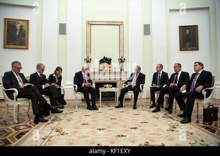 German president Frank-Walter Steinmeier (4th from left) and Russian president Vladimir Putin (4th from right) meeting - Stock Photo