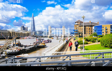 Wapping, East London. Tower Bridge and the Shard seen from the Thames Path next to the Hermitage Riverside Memorial - Stock Photo