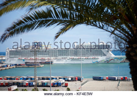 Boats on the water in the Harbour  in the City of Barcelona in Catalunya in Spain in Europe - Stock Photo