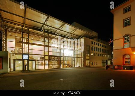 Staatstheater in Mainz, Rheinland-Pfalz, Kleines Haus mit Tritonplatz, Nachtaufnahme, Beleuchtung - Stock Photo