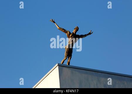 Staatstheater in Mainz, Rheinland-Pfalz, Kleines Haus, Skulptur 'Der Flug' von Rainer Fetting - Stock Photo