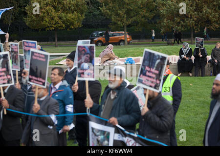 Edinburgh, Scotland 26th October 2017. Members of the public gather outside of Scottish Parliament in Edinburgh - Stock Photo