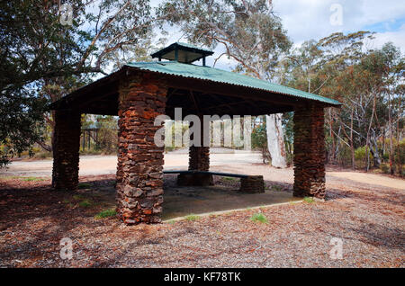 Stone lookout hut at Mt Boyce, in the Blue Mountains, Australia. - Stock Photo