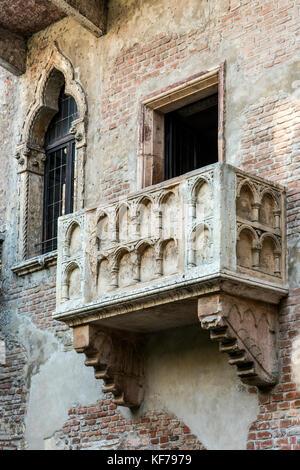 House of Juliet with the famous balcony, Verona, Veneto, Italy - Stock Photo