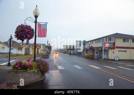 USA, Washington State, Long Beach Peninsula, International Kite Festival, early morning view of Pacific Way in downtown - Stock Photo