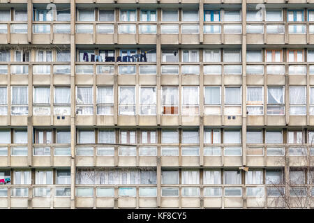 Dilapidated council flat housing block, Robin Hood Gardens, in East London - Stock Photo