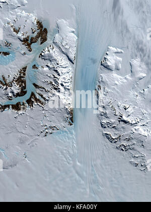 Located near McMurdo Station, the principal U.S. Antarctic Research Base, the Byrd Glacier plunges through a deep, - Stock Photo