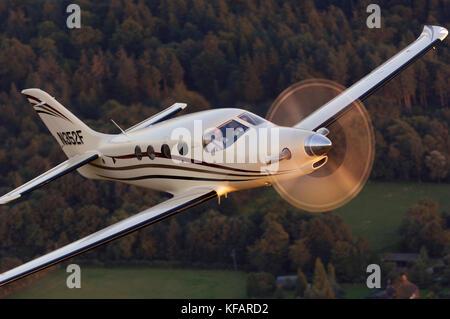 Farnborough F1 Kestrel prototype flying over trees - Stock Photo