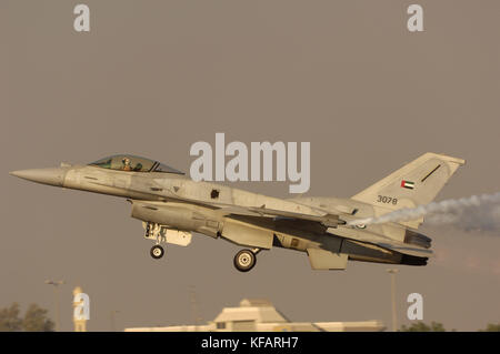 UAE - Air Force Lockheed Martin F-16E Fighting Falcon taking-off with smoke at the Dubai AirShow 2007 - Stock Photo